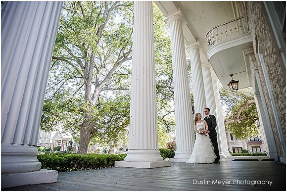 wedding photos and white columns