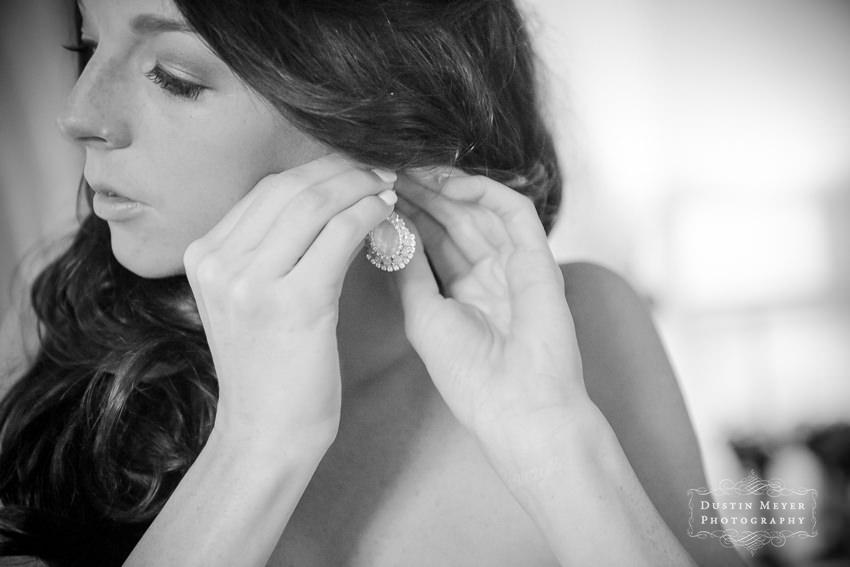 wedding bridal earrings jewelry Austin Wedding Photographers | Dustin Meyer Photography